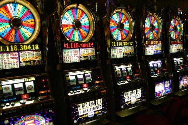 Играть на деньги и бесплатно в казино Вулкан Делюкс