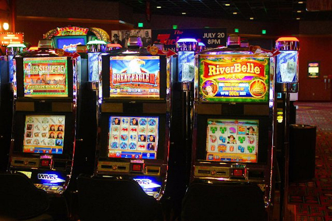 Демо-игры и автоматы на деньги от казино FreePlay