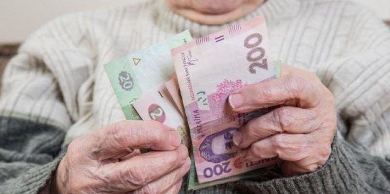 Гройсман рассказал, кому в июле автоматически повысят пенсии