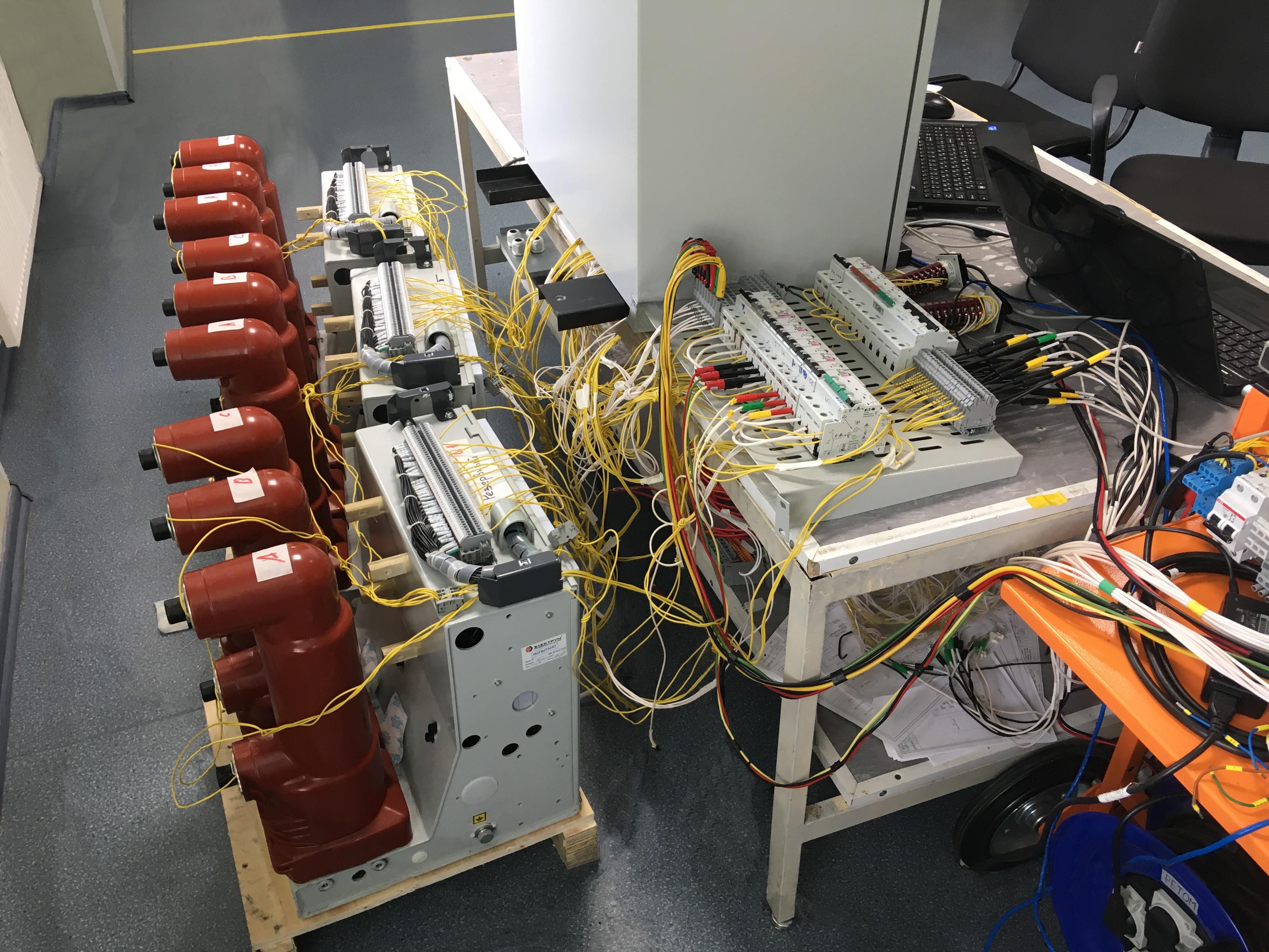 Вакуумный выключатель ВЭЛМ-10 испытали с быстродействующим автоматическим вводом резерва БМРЗ-БАВР
