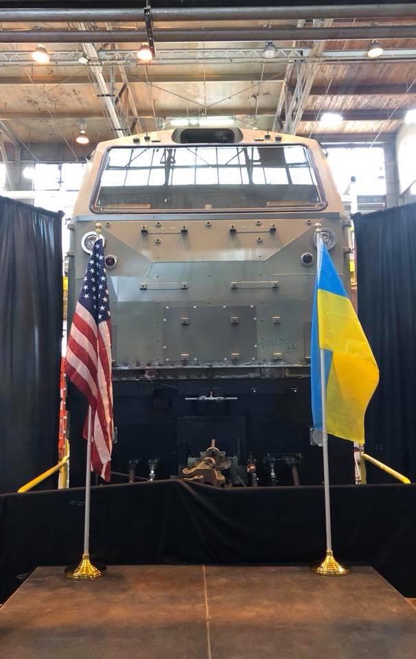 Кравцов показал первый локомотив General Electric, который строят для УЗ (фото)