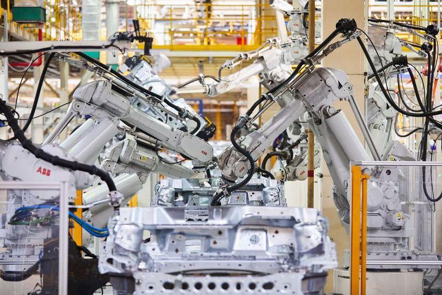 Робот YuMi встречает гостей стенда ABB на выставке «Иннопром — 2018»