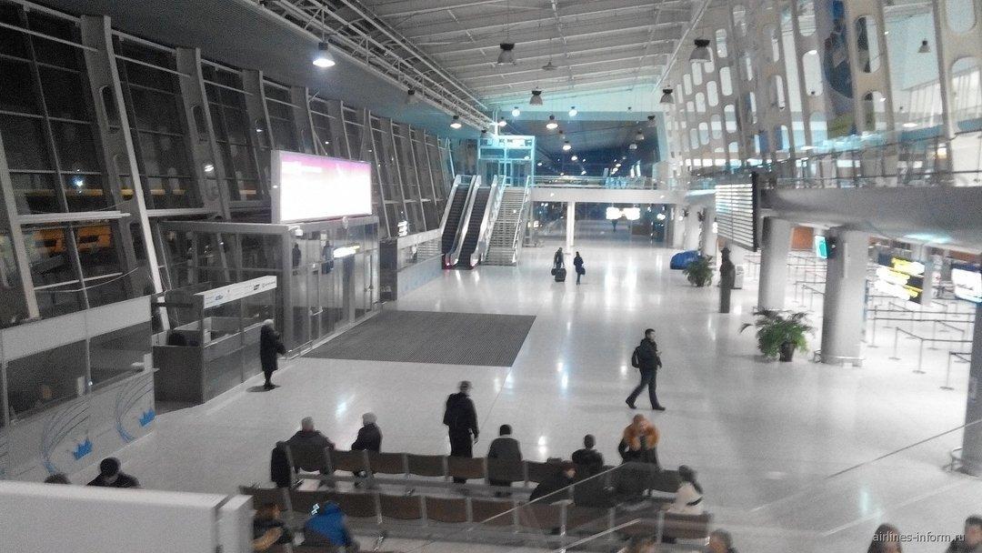 """Аэропорт """"Львов"""" временно отказался от рейсов Yanair"""