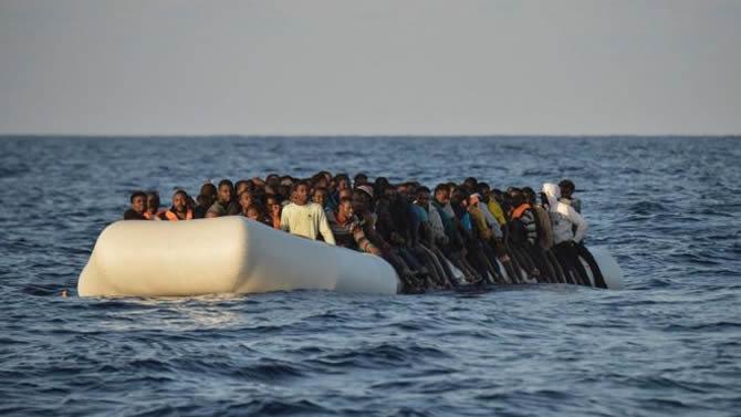 Число прибывающих в ЕС нелегальных мигрантов снизилось вдвое