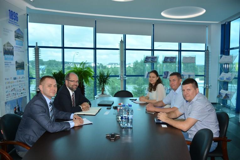 На заводе «Изолятор» с визитом побывали представители Wacker Chemie AG