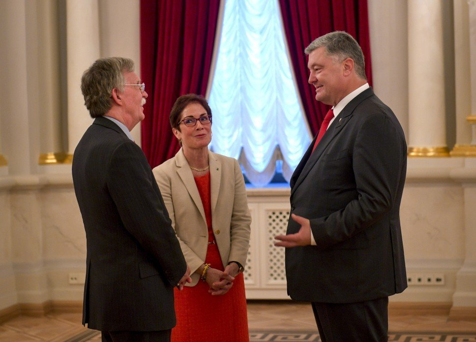 Болтон: Мы сказали россиянам не вмешиваться в выборы в США и Украине