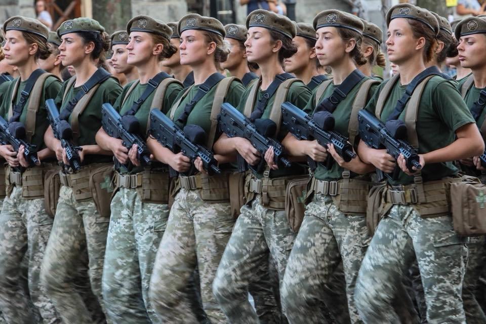 Геращенко сообщила, сколько женщин служат в рядах украинской армии