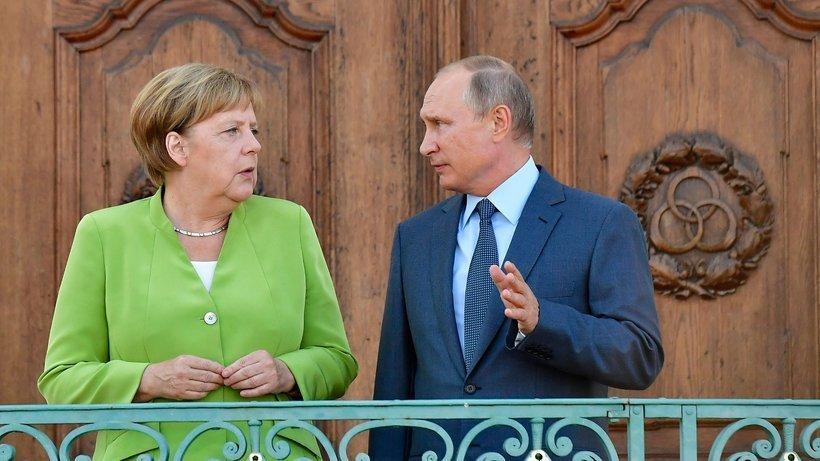 """Путин и Меркель обсудили Украину и """"Северный поток"""""""