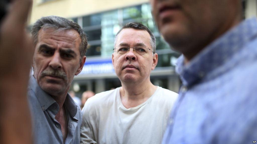 США ввели санкции против Турции из-за дела пастора Брансона