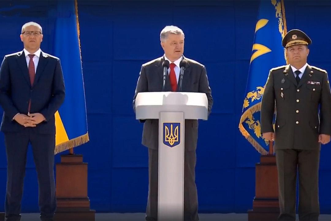 В Киеве проходит военный парад