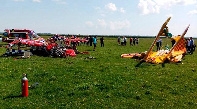 В Румынии на репетиции авиашоу столкнулись самолеты (видео)