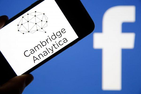 Cambridge Analytica объявила о банкротстве после конфликта с Facebook