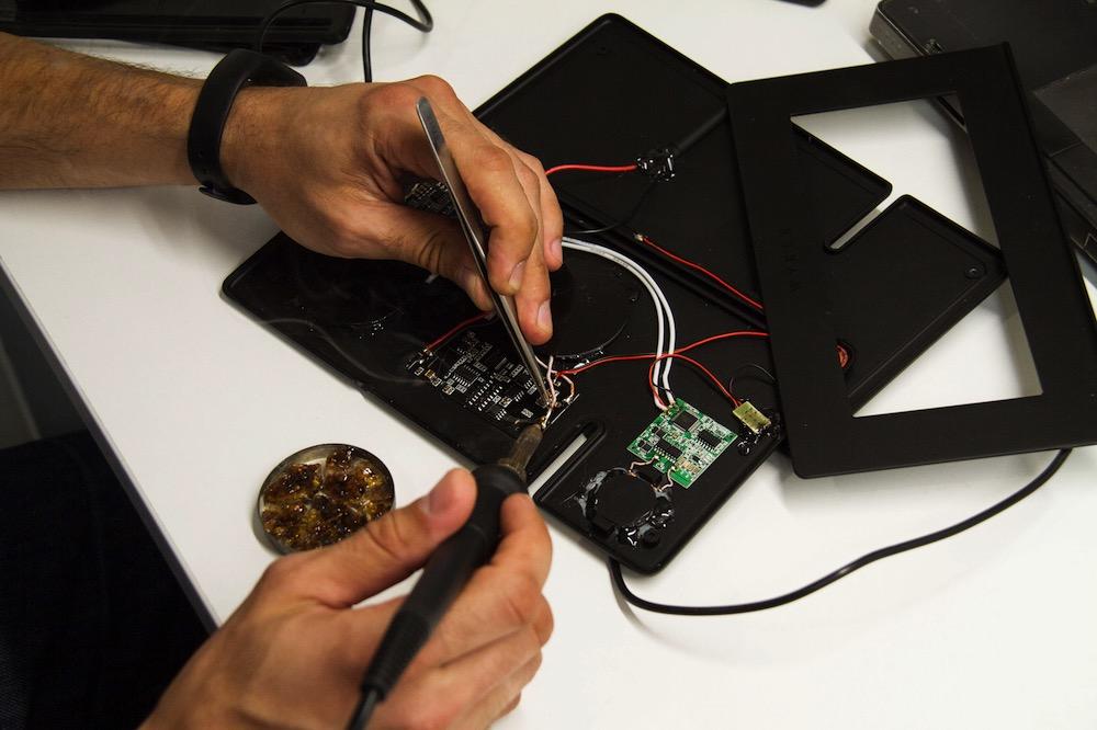 Беспроводная зарядка Wyrex, созданная украинцами, собрала более  тыс. на Kickstarter