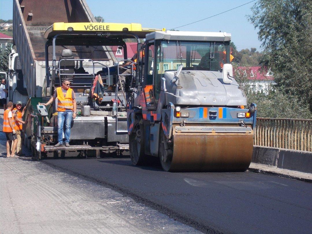 """Прокуратура раскрыла еще одну """"схему"""" на ремонте дорог: проводят обыски в 15 областях"""