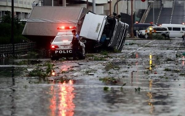 В Японии произошел сильнейший за 25 лет тайфун