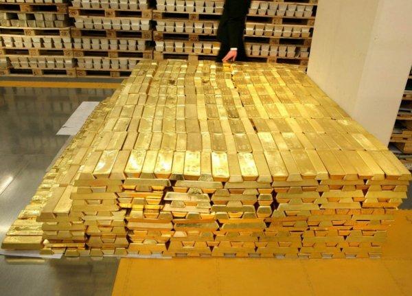 Эксперты: Золото отбирает у биткоина звание безопасного актива