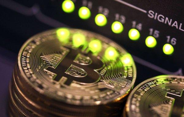 Курс биткоина упал ниже 8 тыс долларов из-за запрета рекламы криптовалют