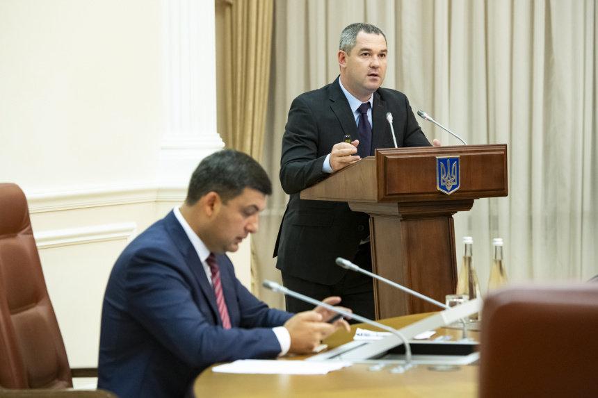 Экс-главу налоговой службы отпустили под поручительство 9 нардепов